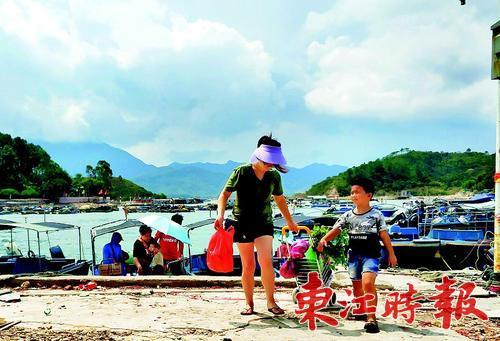 东升渔村:清理灾痕迎游客