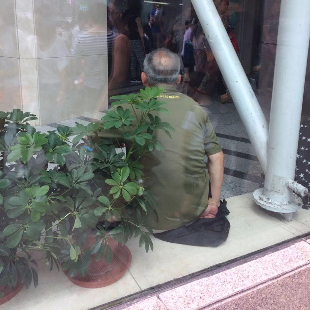 我花三年时间,拍下了中国的秃顶大爷