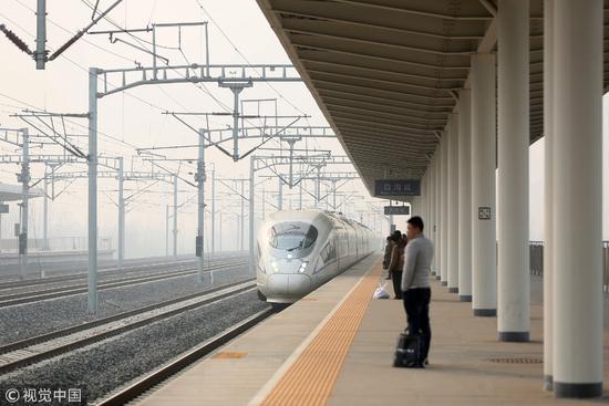 截至2017年2月12日,津保铁路已运行413天。津保铁路的开通使往返于天津和保定间的旅客不再绕道北京/视觉中国