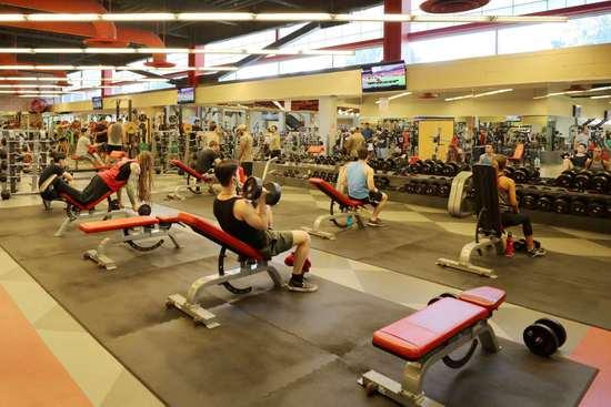 UNLV的健身房,共五层楼,是内华达州最大的专业健身房(周成刚/摄)