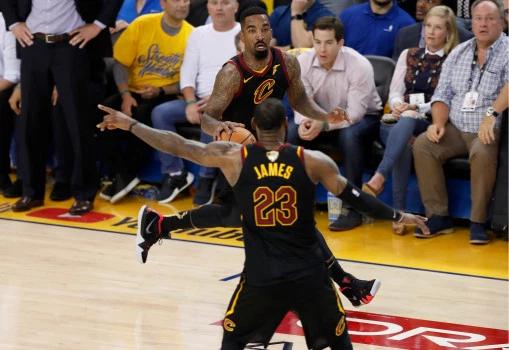 JR:总决赛G1不出手是我的错 但若我没抢到篮板呢?