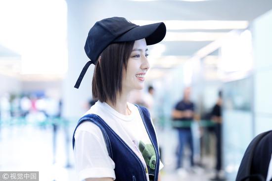 """新晋""""虎扑女神""""佟丽娅可以说是男性心中""""美""""的女性形象的典范了/视觉中国"""