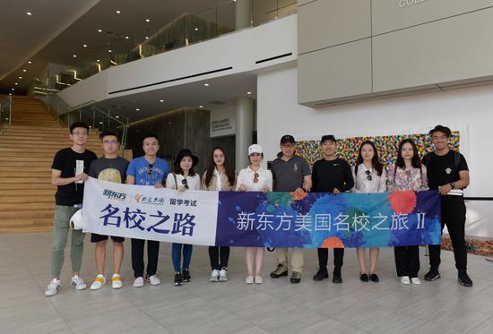 新东方名校探访团与UNLV中国学生会同学们合影