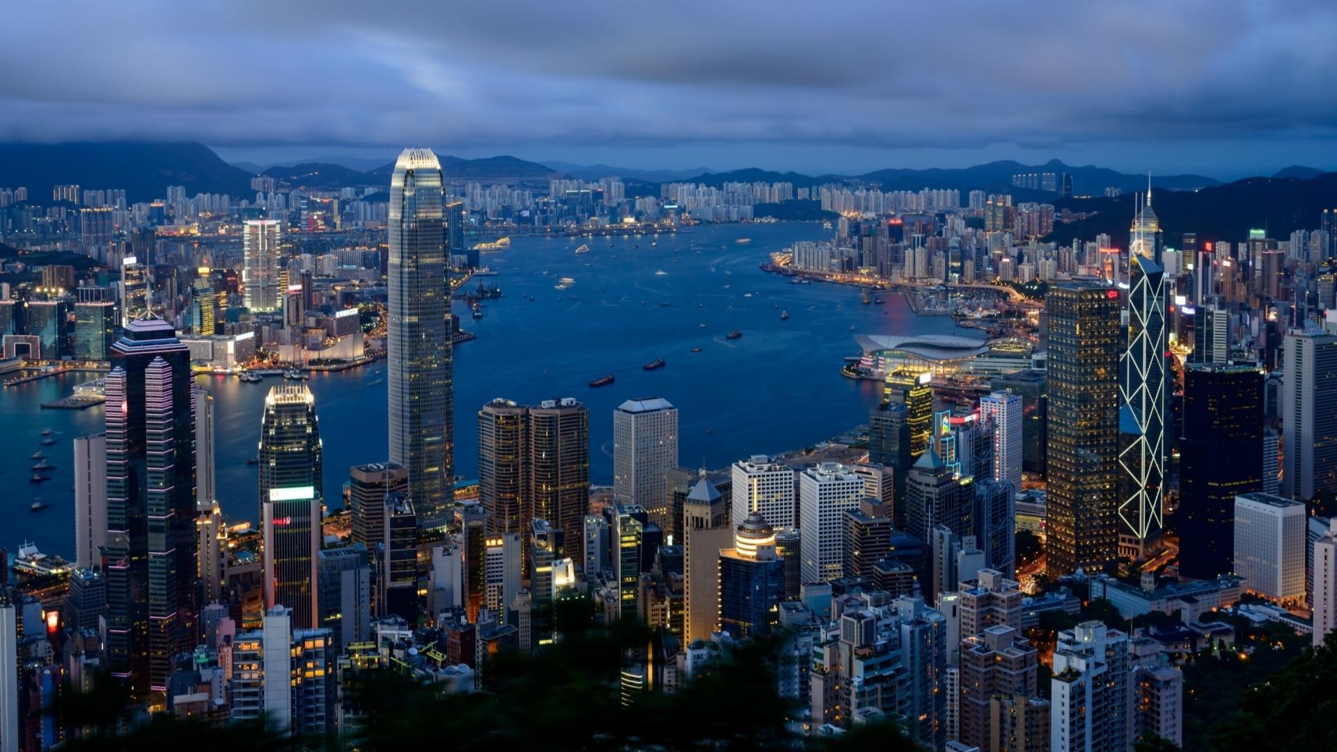 台风地震中,为啥摩天大楼反而比一般建筑更安全?