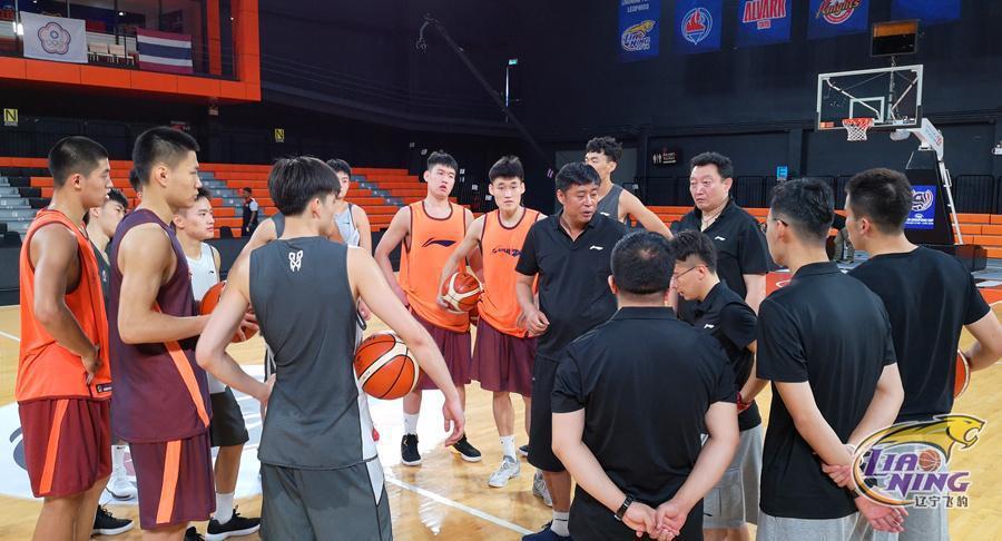 辽篮亚冠赛前首次训练 年轻队员感受大赛气氛