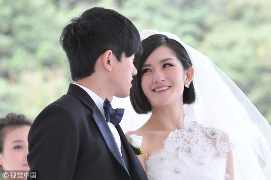 2011年9月,张杰谢娜大婚。事实上,还是像谢娜张杰这样年龄差不大的姐弟恋比较常见/视觉中国