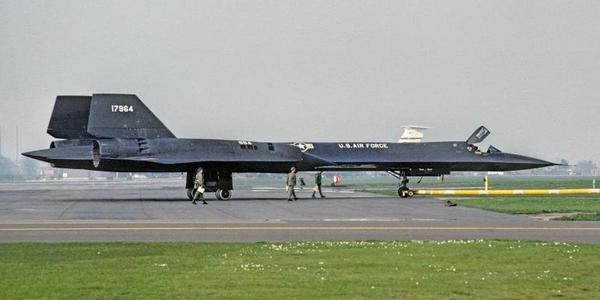 冷战时美国SR-71侦察机从英国基地起飞