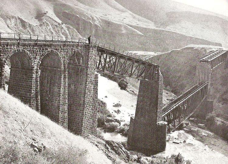 汉志铁路线上一座被毁的桥梁