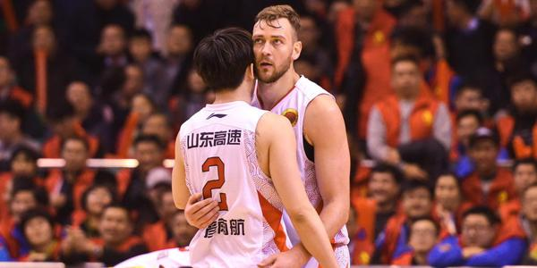 莫泰:愿助年轻人成长 盼小丁在NBA一切都好