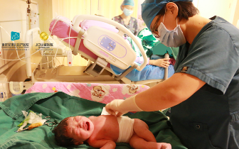 生孩子遭遇凶险性前置胎盘的生死险关  她说感激安琪儿妇产医院把她救回来!