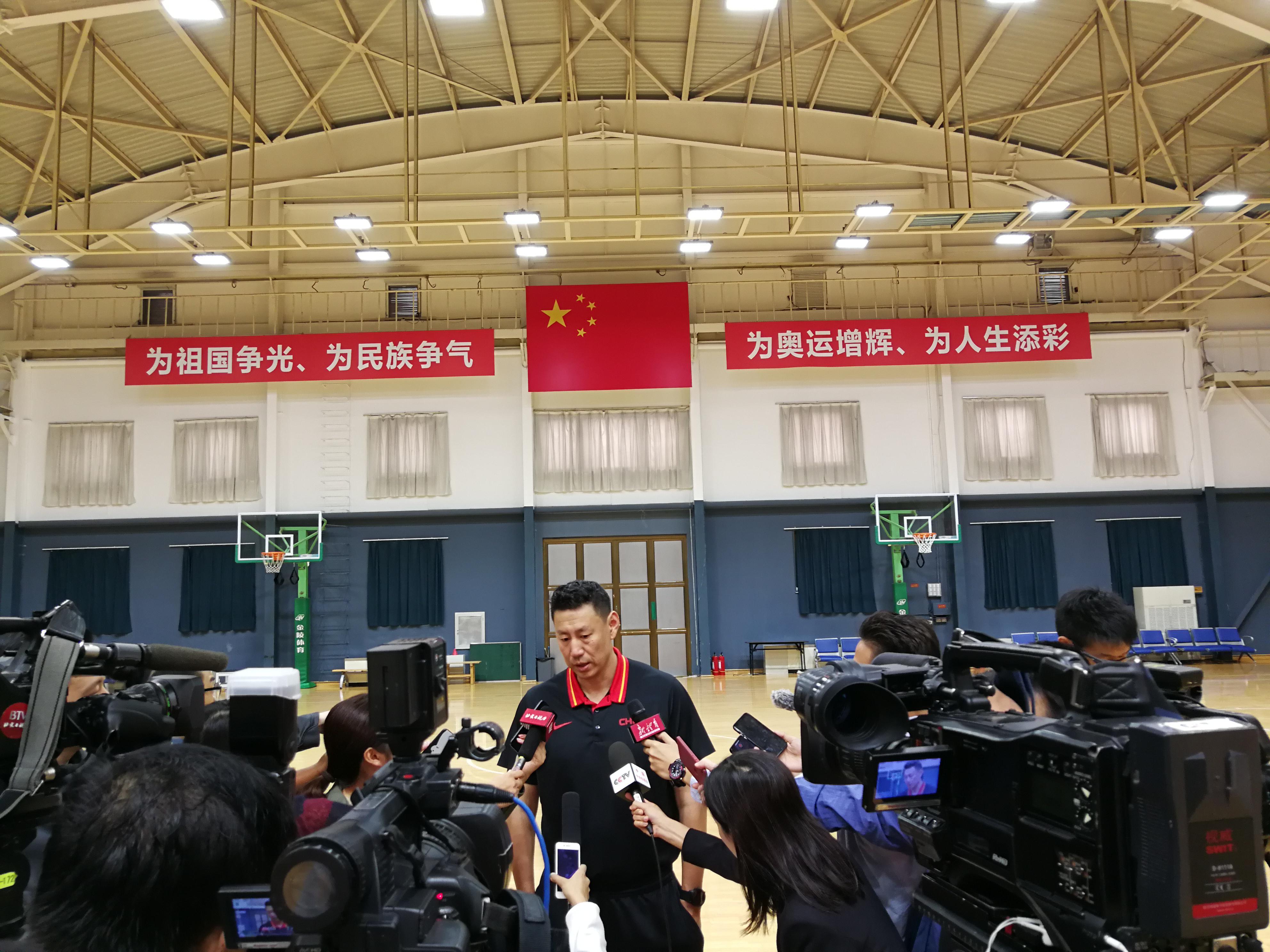 李楠正式就任男篮主帅之后,接受媒体采访