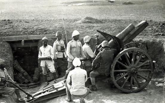 巴勒斯坦的奥斯曼军炮兵部队使用105毫米M98/09德制轻型榴弹炮