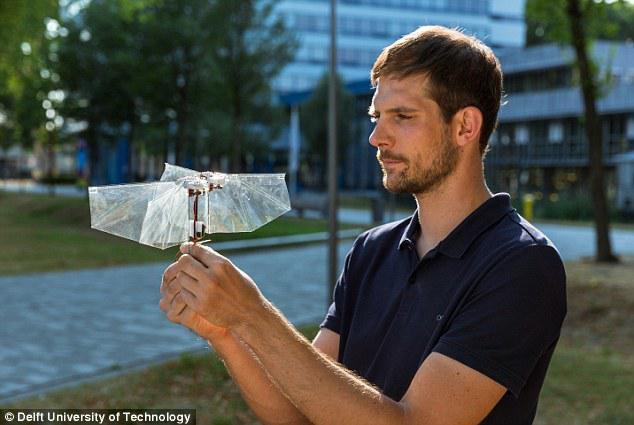 新型仿生机器人灵活似果蝇,冲刺打滚不在话下!