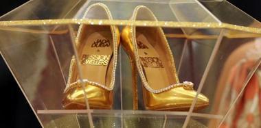 世界最贵镶钻鞋亮相 价值1.2亿人民币