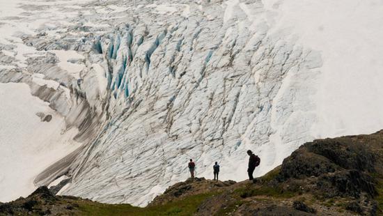 """冰川旅游火了,但气候变化使其变成""""死亡陷阱"""""""