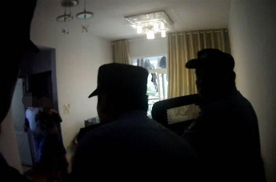 因不满离婚财产分割 男子劫持前妻与警方对峙6小时