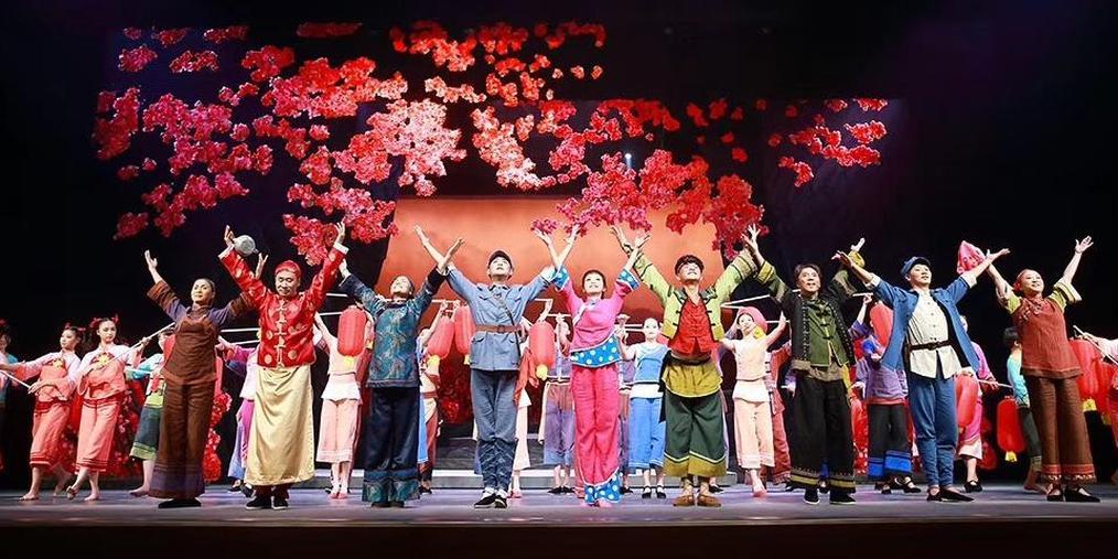 龙岩大型红色山歌戏《羊角花》首演