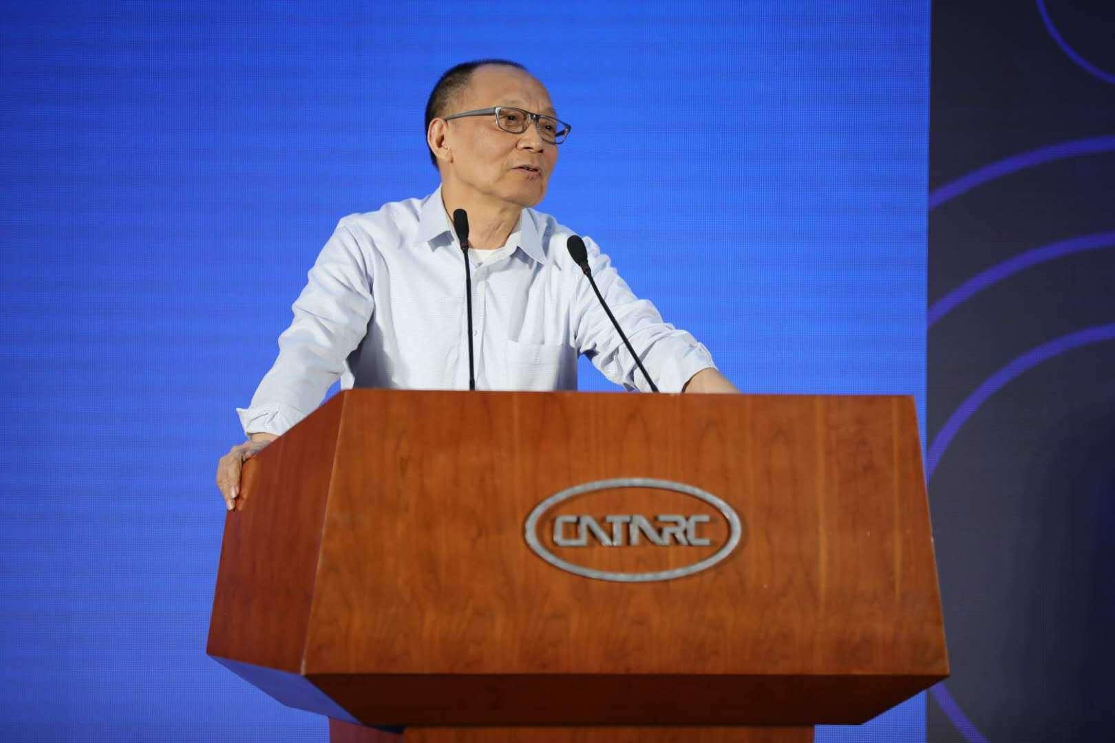 中国工程院院士李德毅作报告