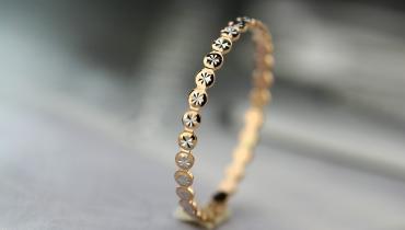 孕妇可以佩戴彩金首饰吗?容易导致孕妇过敏