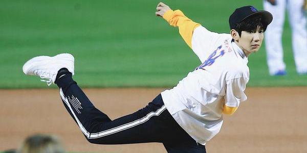 首位内地艺人!王源MLB开球 这是开挂的人生