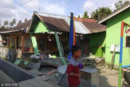 印尼7.7级地震后余震不断 帕卢机场临时关闭