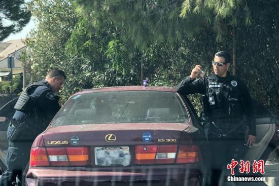 资料图片:美国警方发现可疑车辆并搜出违禁毒品