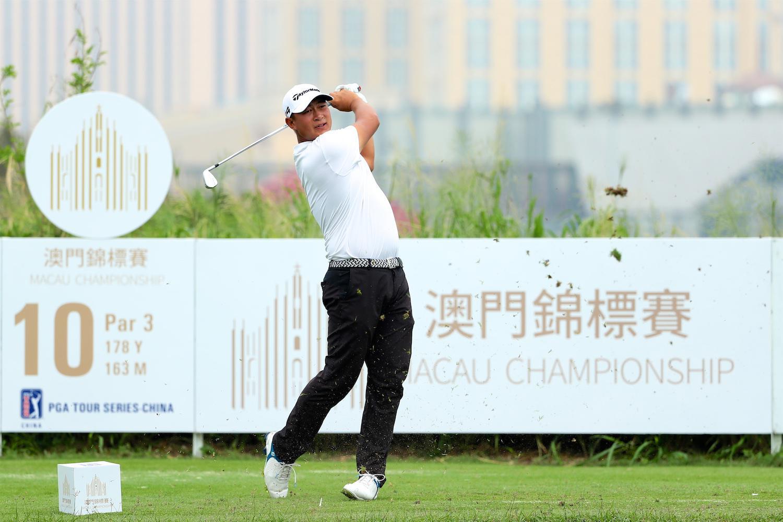 澳门赛次轮21岁中国小将捉7小鸟 并列领先成绩榜