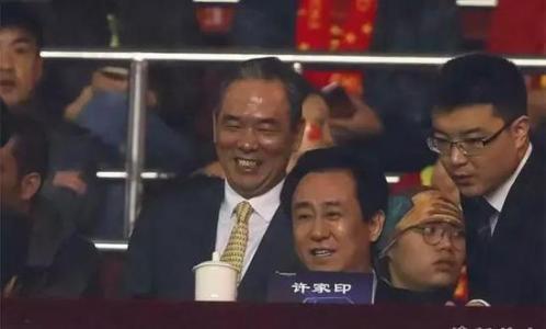 """蔡振华督战被球迷喷:""""坐在那一直笑,也不知道在笑什么。"""""""
