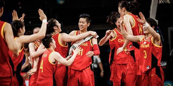 逆转16分!中国76-71加拿大 赛后疯狂庆祝