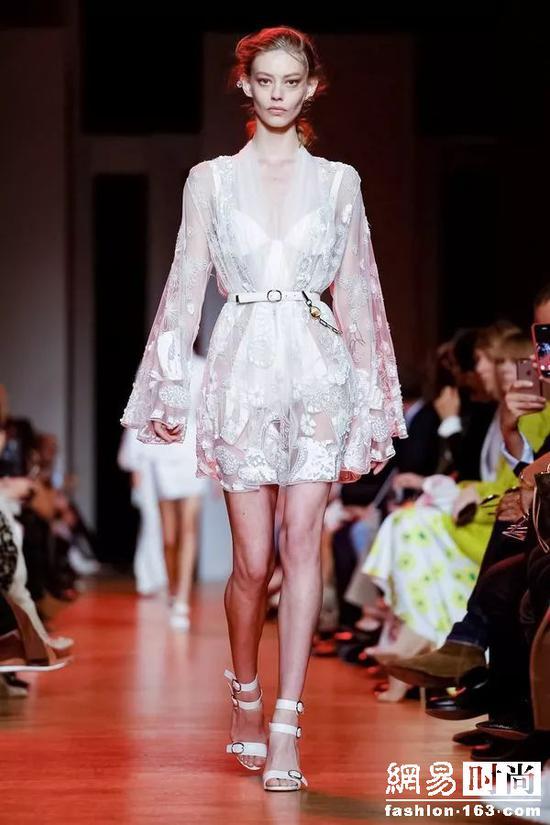 仙女裙专业户Elie Saab换风格!仙女也想酷!