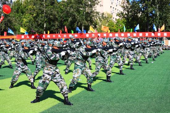 北京商鲲教育集团旗下各校区2018年军事化管理成果展示暨总结表彰大会