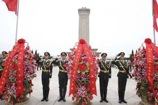 烈士纪念日:陆军部队多种形式缅怀先烈