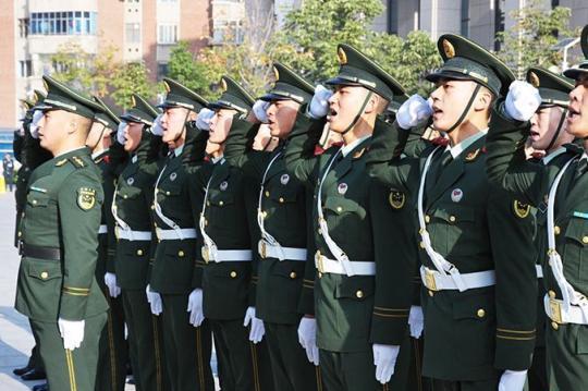 解放军和武警部队各种方式喜迎国庆加强战备值班