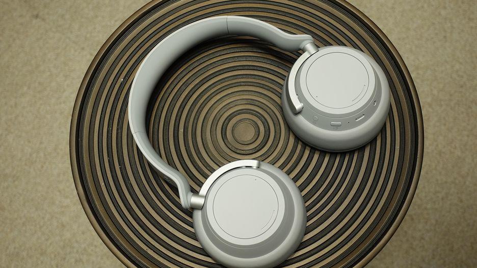 微软更新Surface硬件产品,首次发布智能耳机
