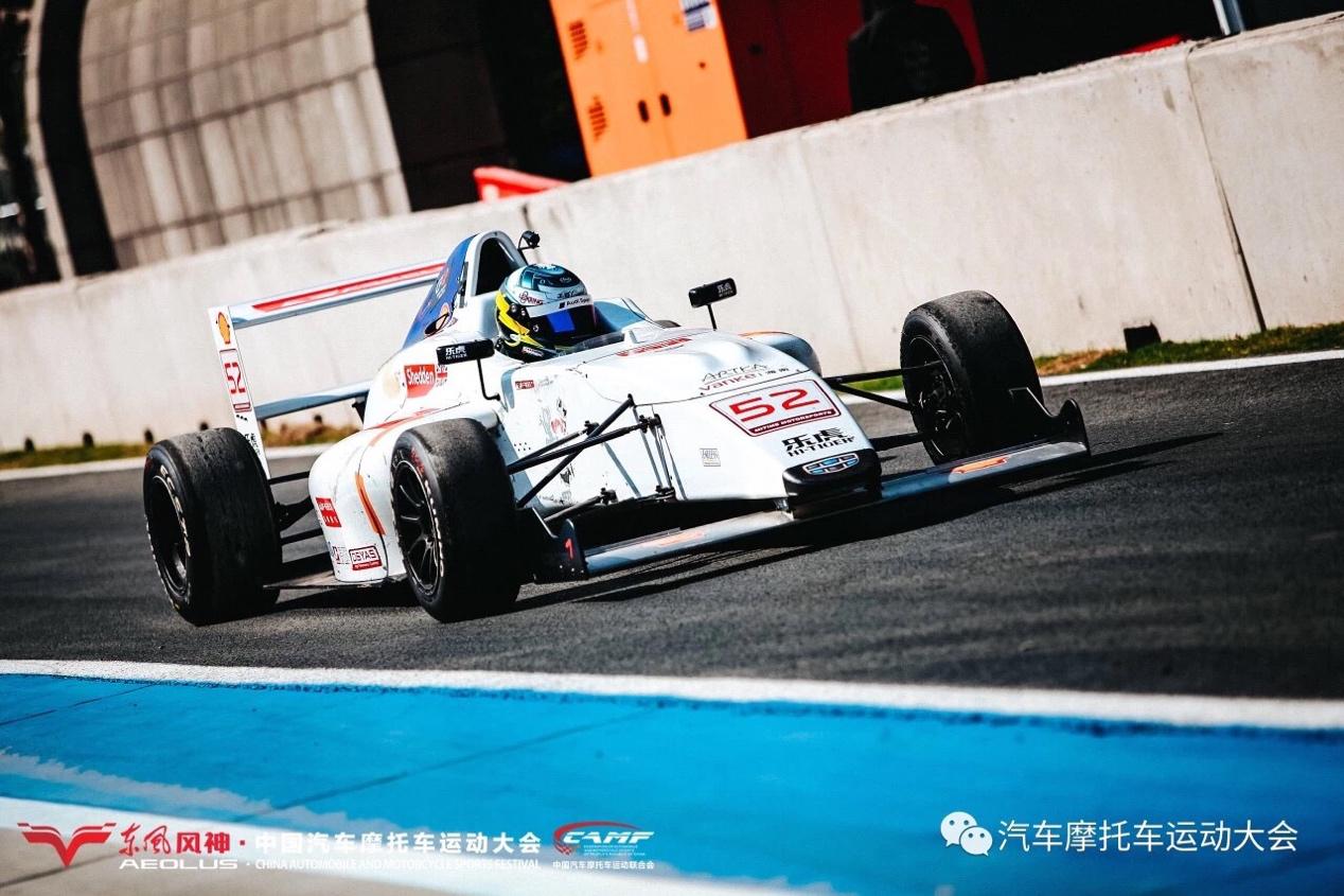 汽摩大会F4方程式赛车VS超跑 撩人技术哪家强?