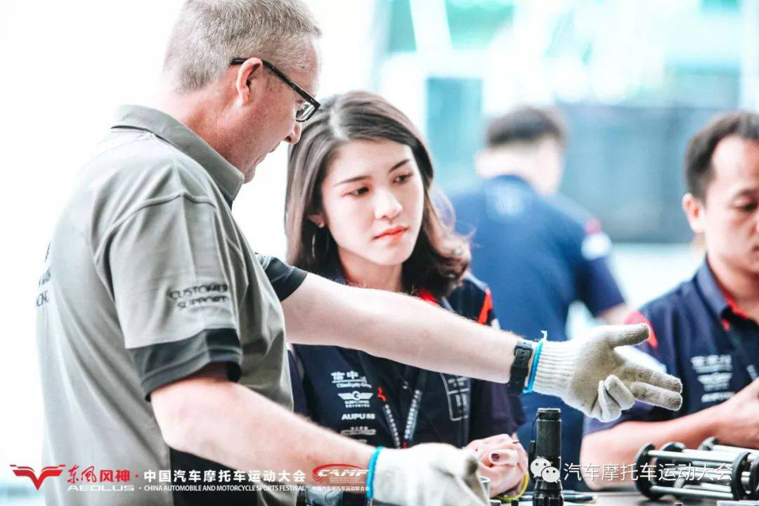 中国首届汽摩大会拉开帷幕 所有认真的人都很美