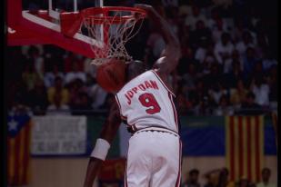 乔丹在1992年奥运会上的队服照,当时的国家队号码是9号(图片出自北卡篮球博物馆)