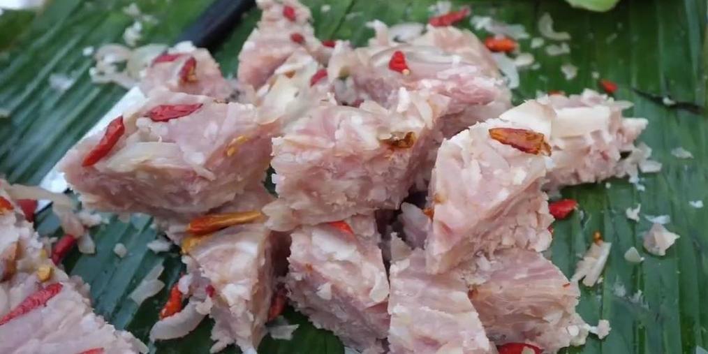 带你品尝琅勃拉邦街头美食——酸辣猪肉冻