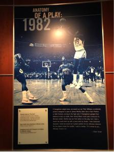 1982年,乔丹在赛场上的神奇绝杀(图片出自北卡篮球博物馆)