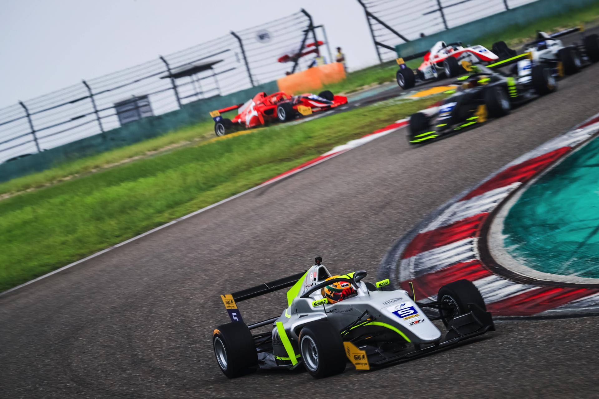F3上海站余快神勇发挥 意外故障难挡Zen赛车势头