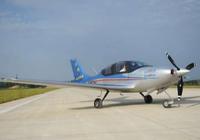 国产首款全复合材料五座飞机山河SA160L成功首飞