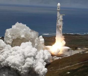 Space X也从NASA挖人 美国商业航天为何越来越繁荣