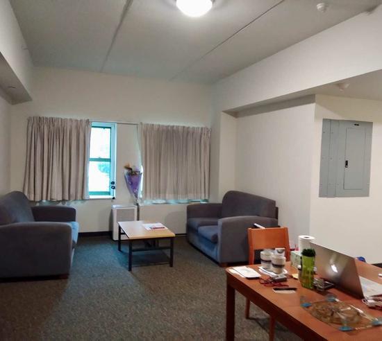 莫天池宿舍起居室