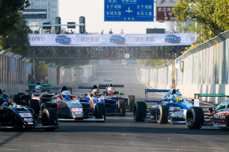中国汽车摩托车运动大会第五日 房车双赛齐上阵