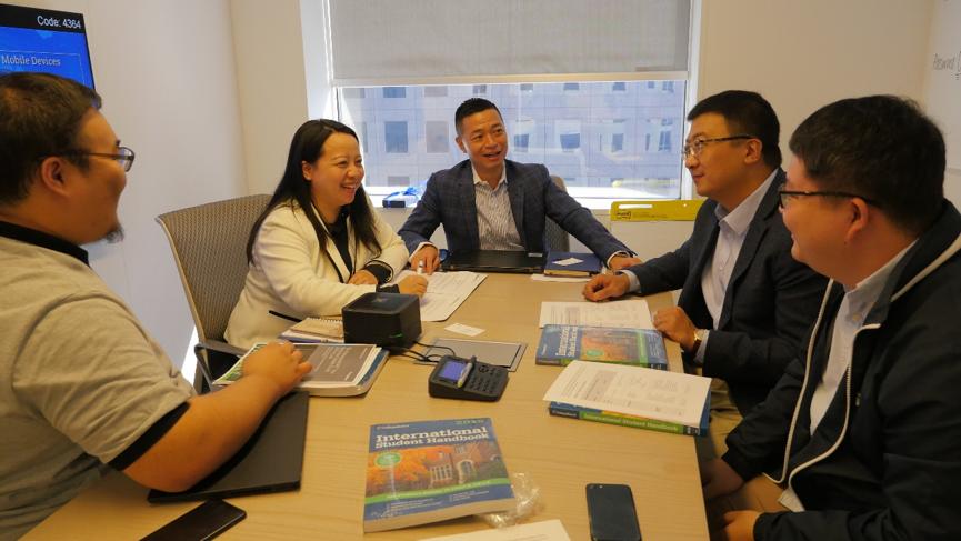 新东方国外考试部团队与College Board的同事讨论SAT与AP的未来