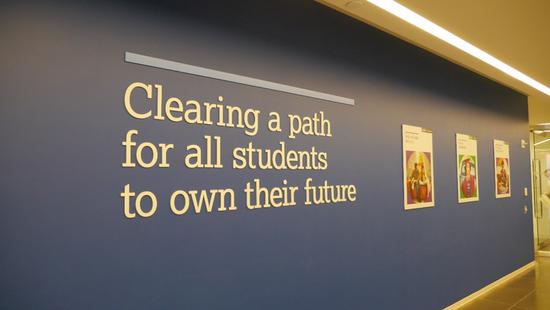 在College Board入口非常醒目的,饱含使命感的墙