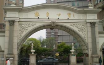 网友留言称南昌小区前道路成停车场 交警依法整治
