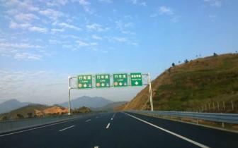 山火逼近潮莞高速 良井服务区路段暂时双向封闭