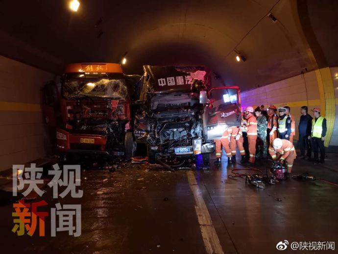 西汉高速汉中段多车追尾现场惨烈 3名伤者被送医