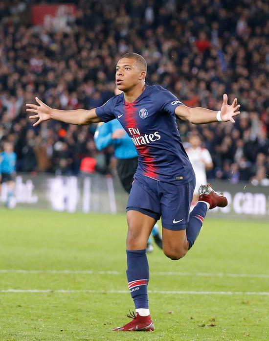 法甲-内马尔射传姆巴佩大四喜 巴黎5-0里昂9连胜